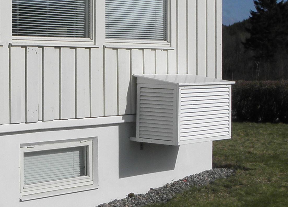Bør man ha hus eller overbygg til varmepumpen?